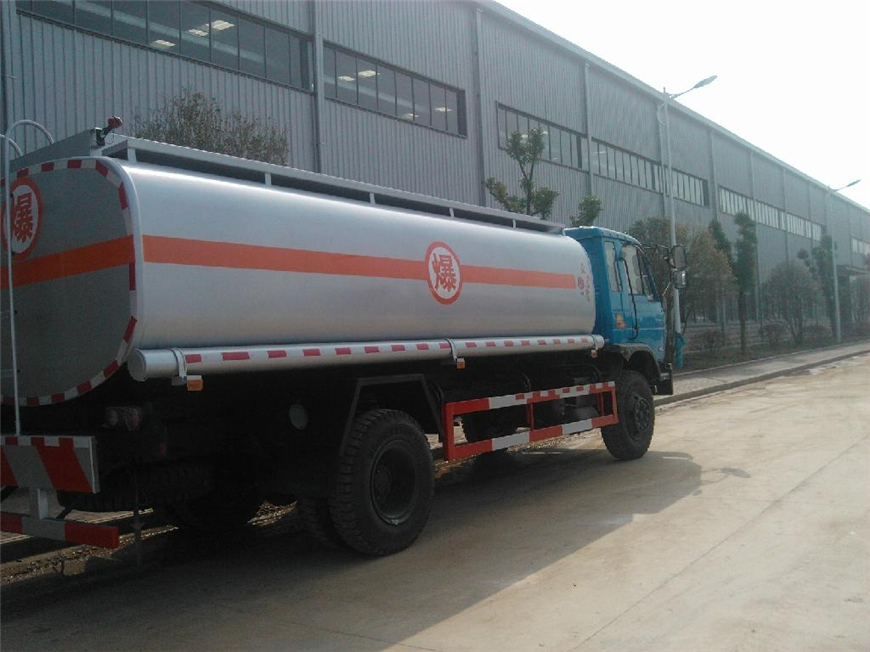 东风15方-30方油罐车展示图2