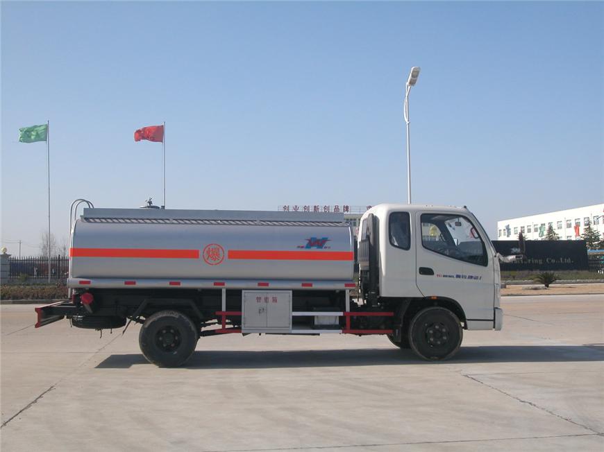 东风5方-15方油罐车展示图1