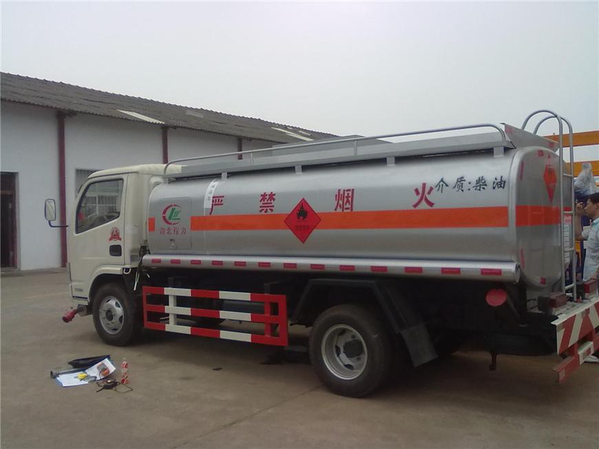 东风5方-15方油罐车展示图10