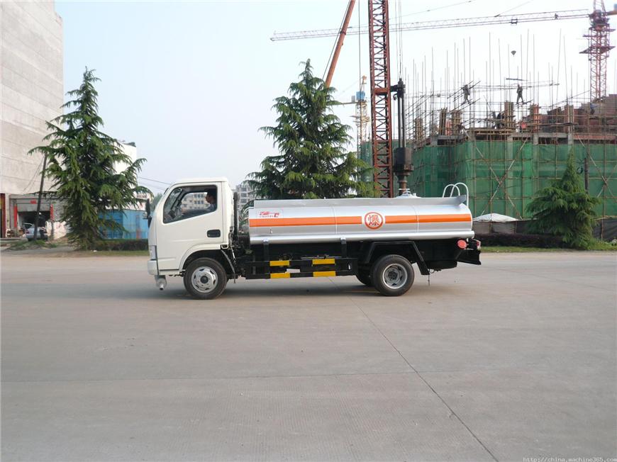 东风5方-15方油罐车展示图2