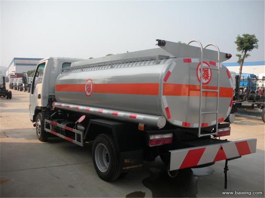 东风5方-15方油罐车展示图3