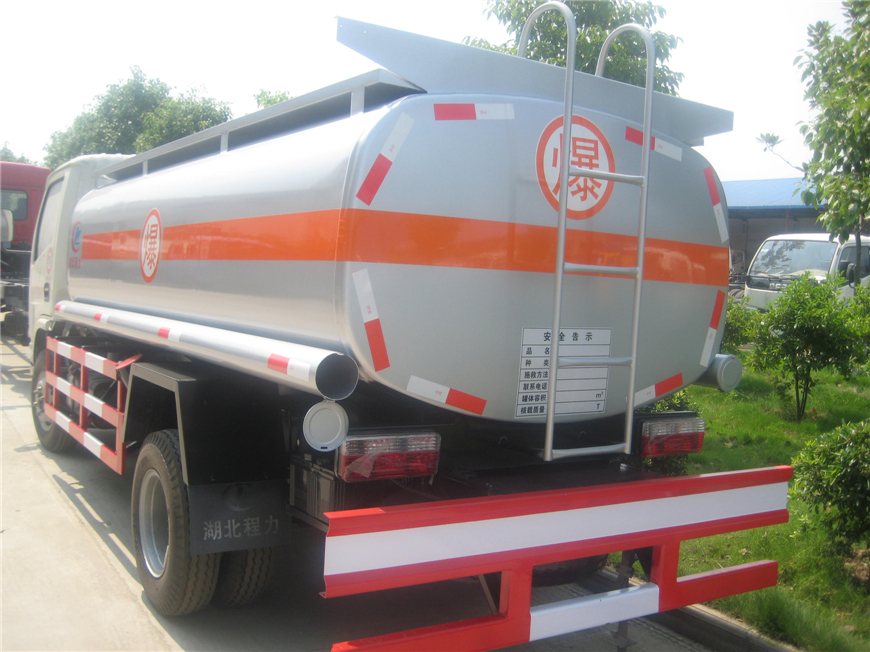东风5方-15方油罐车展示图6
