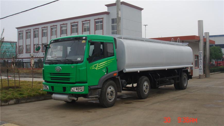 解放15方-30方油罐车展示图2