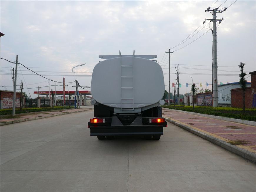 解放15方-30方油罐车展示图3