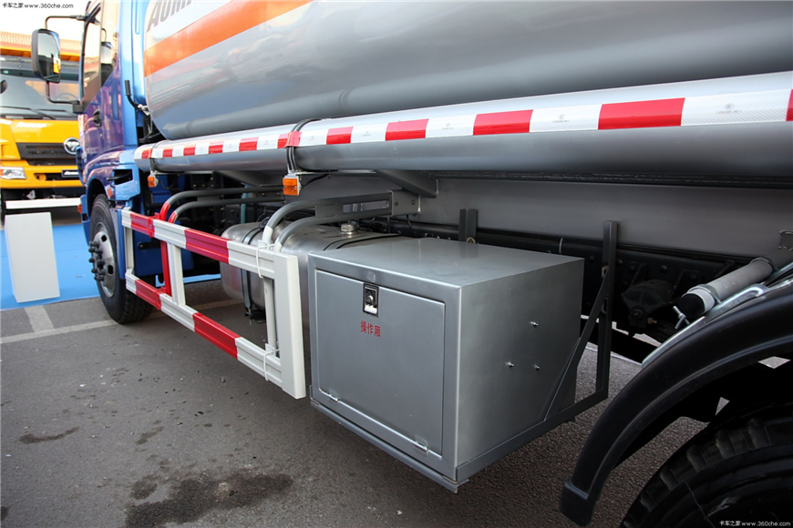 解放15方-30方油罐车展示图8