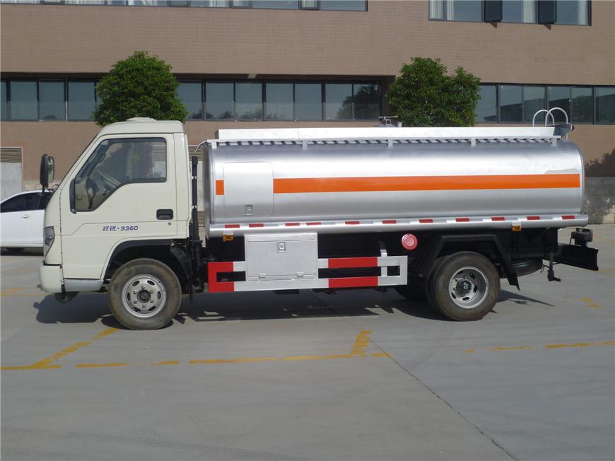 解放5方-15方油罐车展示图3