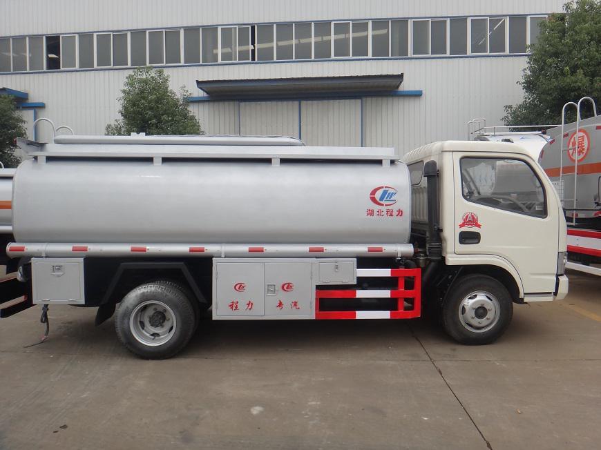 东风5吨油罐车正侧面展示图