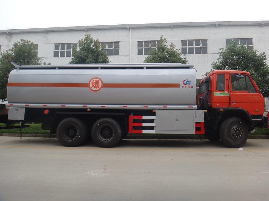 东风15吨油罐车右侧展示图