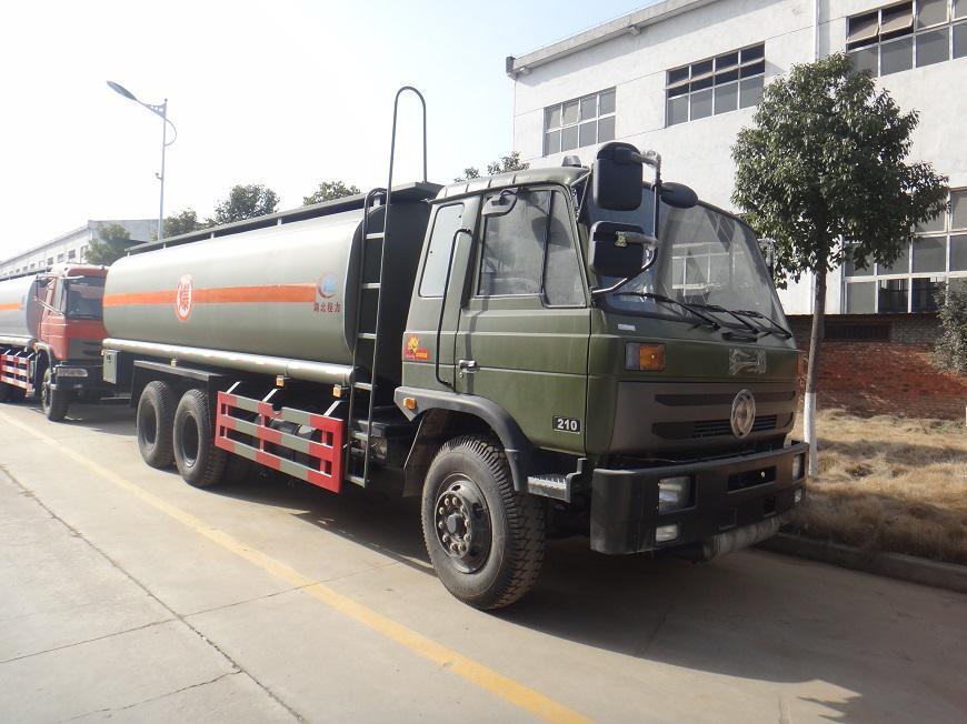 东风15吨油罐车右前侧展示图
