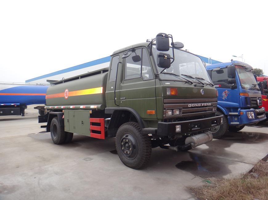 东风15吨油罐车侧方展示图