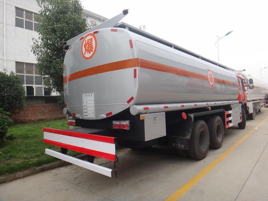 东风15吨油罐车右后侧展示图