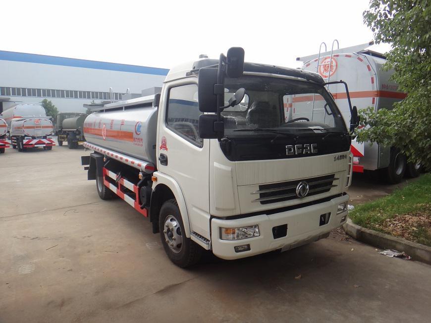 东风多利卡8吨油罐车右侧方展示图
