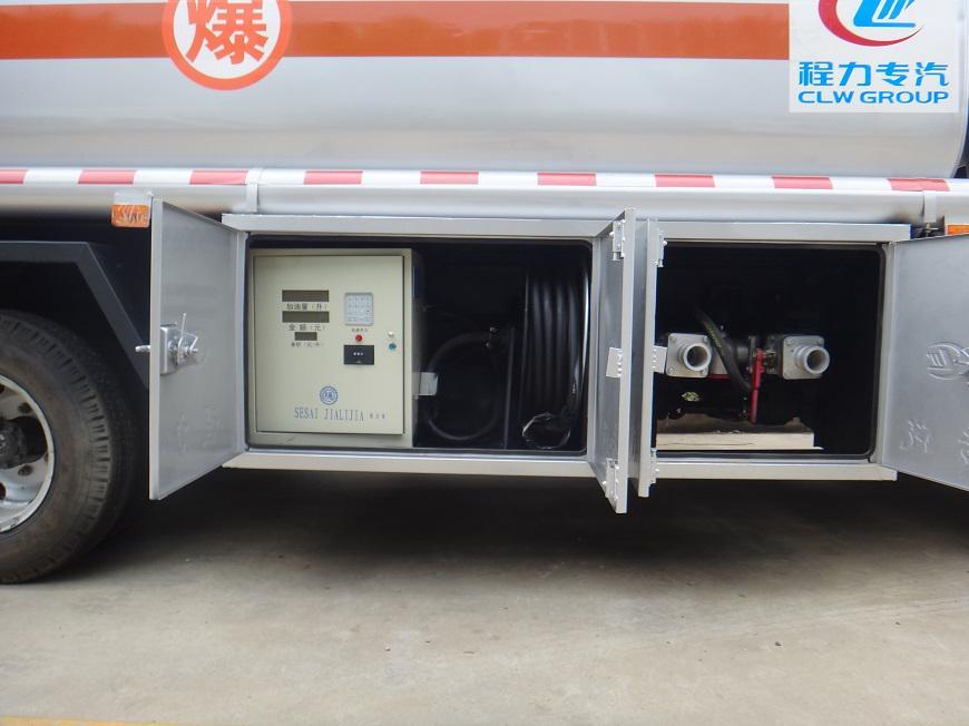 东风劲卡5吨油罐车油表和出油口展示图