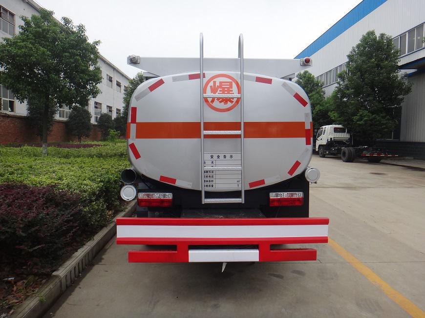 东风劲卡5吨油罐车后方展示图