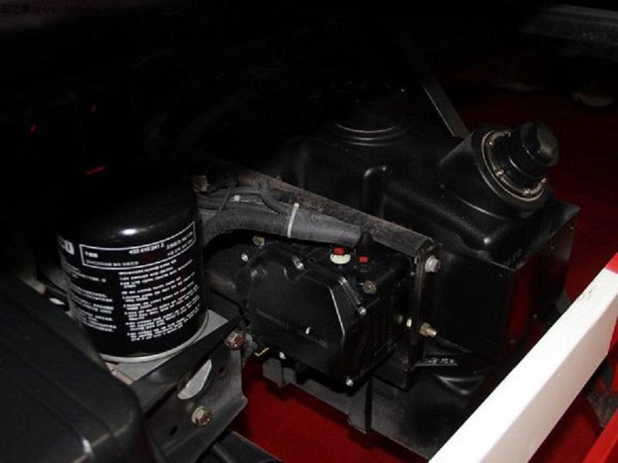 解放J6-16吨油罐车发动机展示图