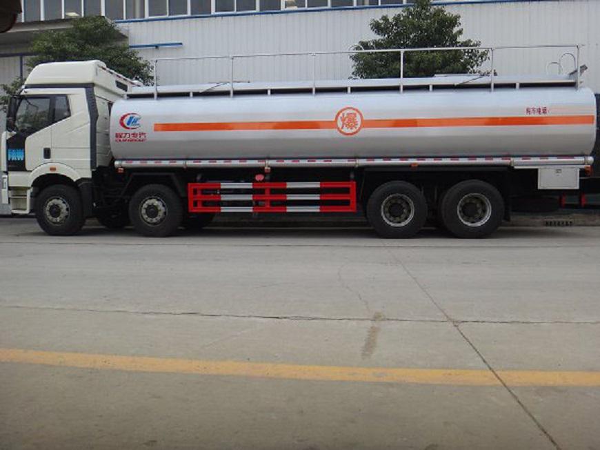 解放J6-16吨油罐车左侧展示图