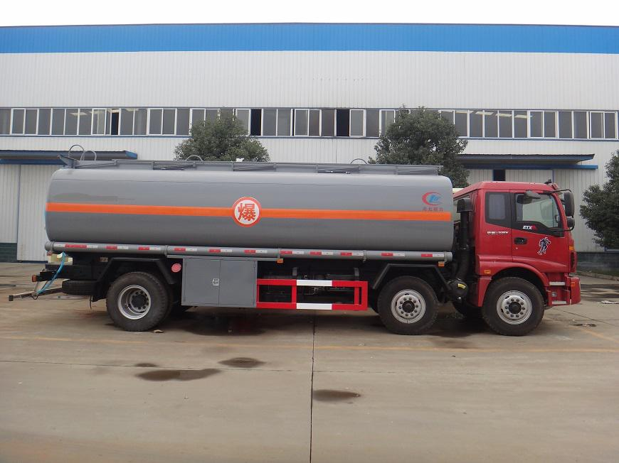 欧曼20吨油罐车左方展示图