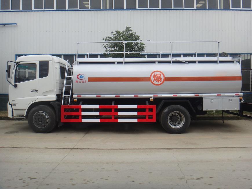 东风天锦15吨油罐车左方展示图