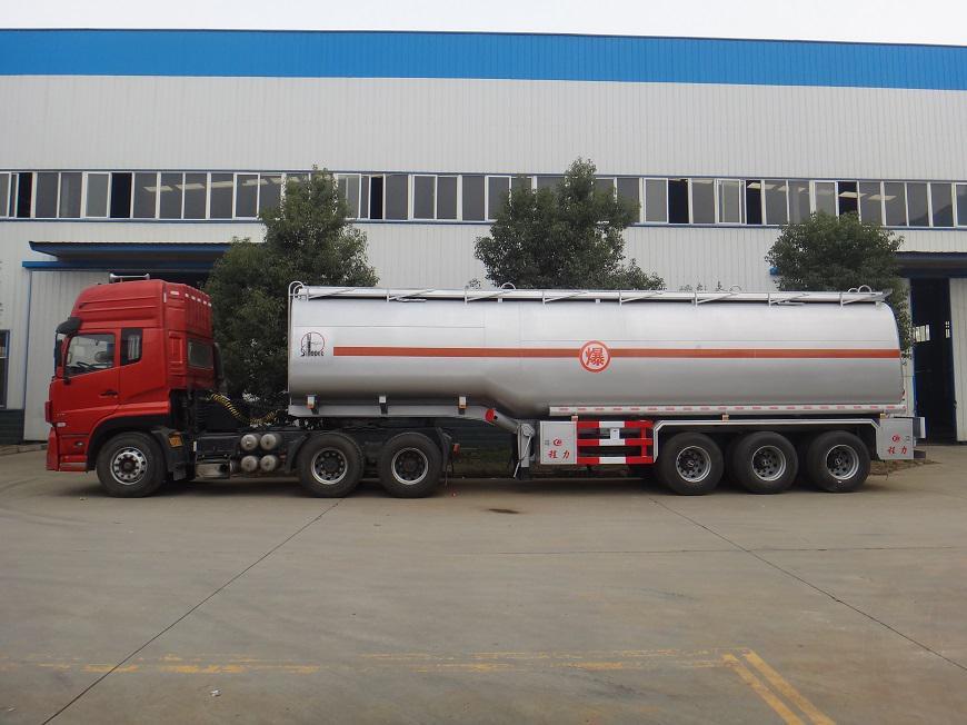 东风天龙半挂33吨油罐车左方展示图