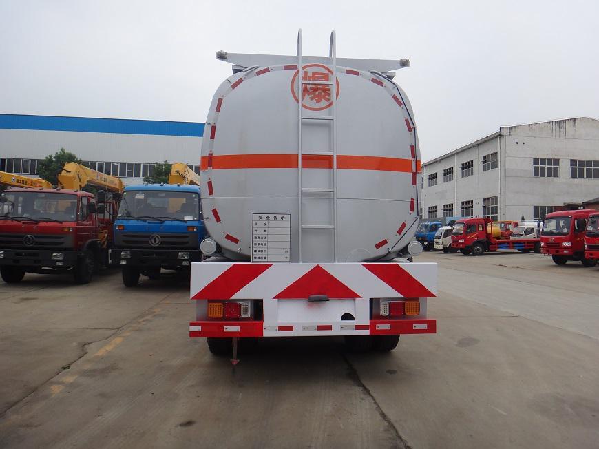 东风天龙半挂33吨油罐车后方展示图