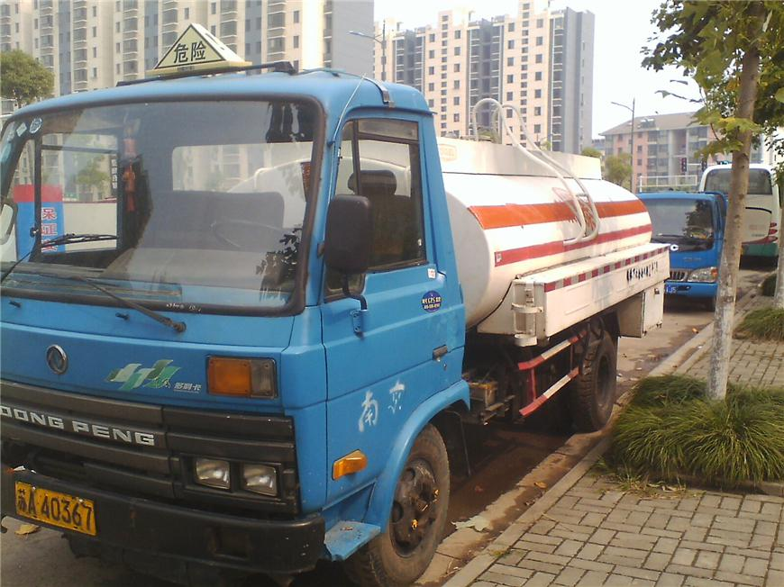 东风5m³-15m³油罐车展示图2