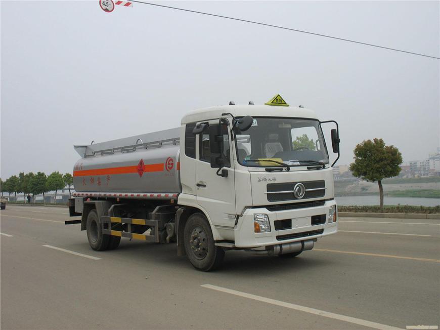 东风5m³-15m³油罐车展示图4