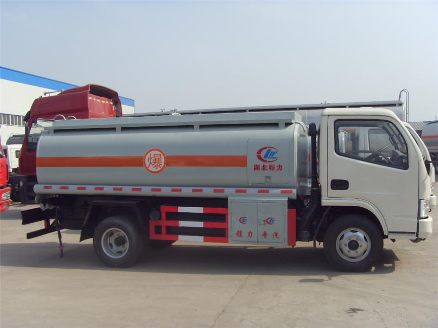 东风5方-15方油罐车展示图4